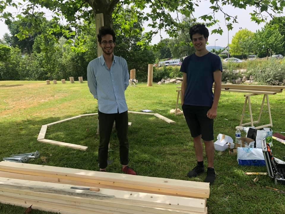 L'octogone de bois est en cours d'installation
